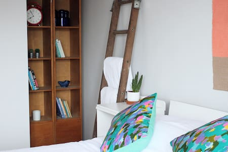 Quirky, Sunny, Central Townhouse 02 - Penryn