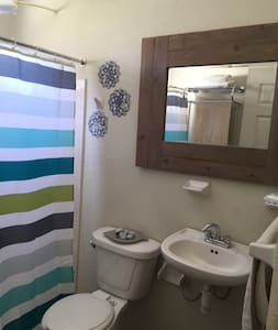 Separate Room with private bathroom - La Paz - Maison