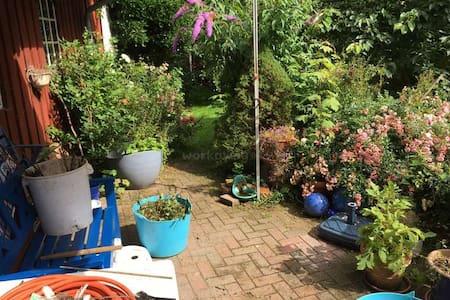 Zimmer in Haus mit Garten im Friesendorf Maasbüll - Bed & Breakfast