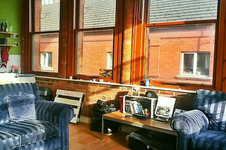 Charming & central brick apartm.