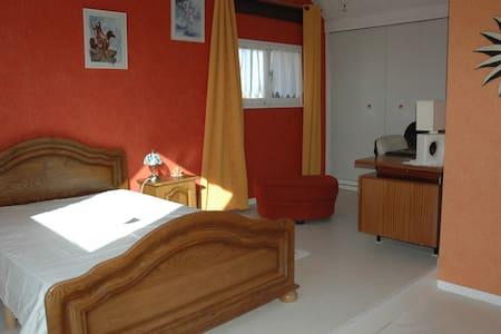 Chambre dans pavillon - Ev