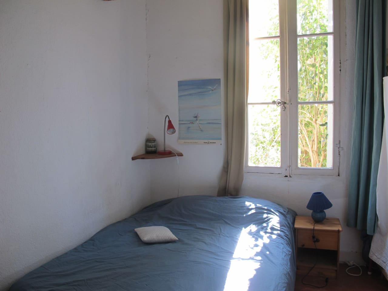 B&B in 3 roomed flat + quiet garden