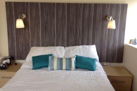 SEABANKS B&B Castle view - Bed & Breakfast