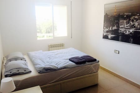 Room with mountain & sunset views. - Sitges - Bed & Breakfast