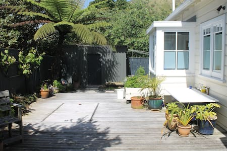 Spacious, sunny, private retreat - Paekakariki - House