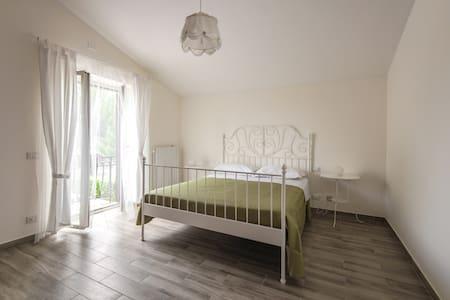 Private flat in Villa-close to Rome - Hus