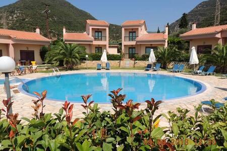 Πολυτελή Διαμερίσματα με πισίνα   Green & Blue - Bed & Breakfast