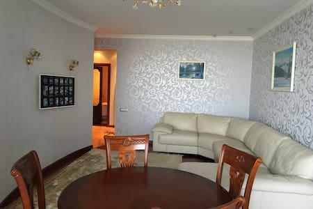 Apartament on 1 May 1G - Lakás