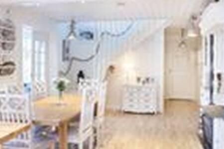 Underbart i Gräfsnäs. Nära Alingsås och Göteborg. - House