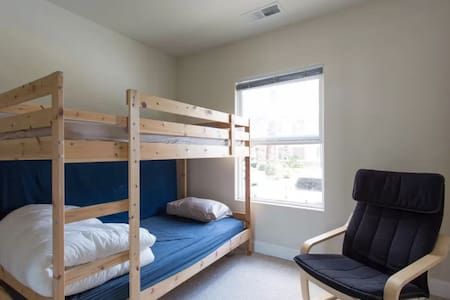 В:Private room with bunkbed <------