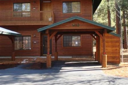 Beautifully-Furnished 3BR, 2BA condo in the pines. - Ortak mülk