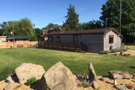Honeystreet farm log cabin - Chatka