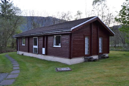 Grouse Lodge. Luxury Log Cabin, Sea, Beach, Lochs, - Rashfield