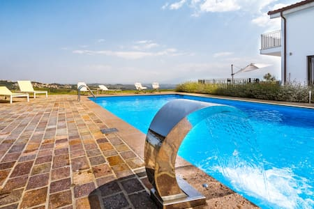 Luxury 5 bedroom villa in Abruzzo, Italy - Villa