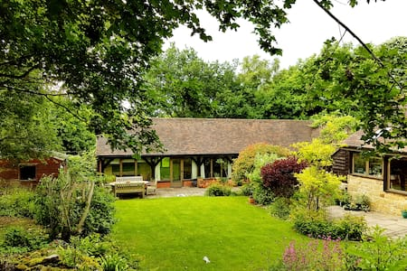 Beautiful barn in stunning countryside. - Cowfold - Apartament