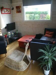 maison en bois, récente,avec jardin - Rumah