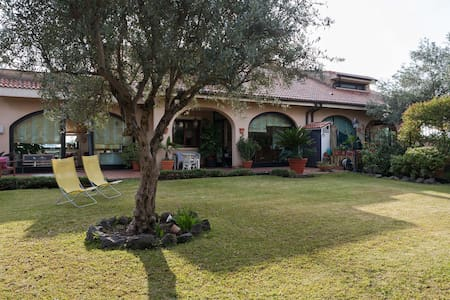 Stanza a Sant'Agata li Battiati - Sant'Agata Li Battiati - House
