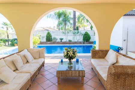 Impressive ample quiet & chic Villa