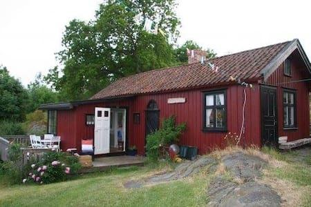 Bryggerhuset - Grottans lille røde - Kabin