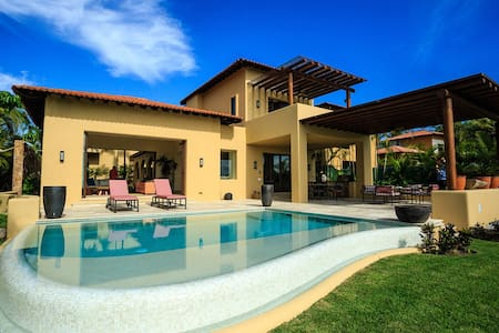 Modern Villa - Ocean Views - Pool - Premier Access - Casa