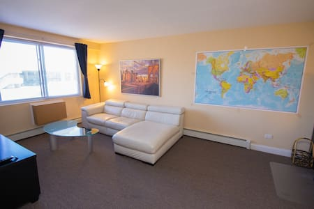 Comfy modern 1BR near O'hare. Free parking. - Chicago - Appartement