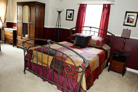 Bordeaux Suite-Grand Willow Inn - Mount Vernon