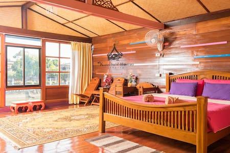 Kanecha's Home Lampang (Water Front House) - Ev