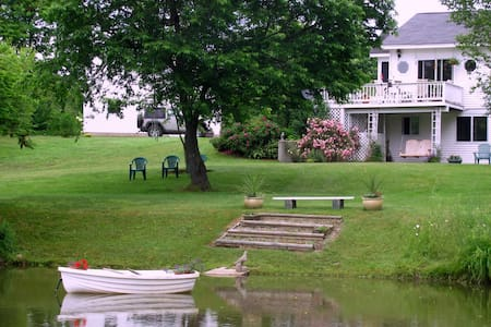 Spacious Quiet 2BD+ in Country - Brooks - Bed & Breakfast