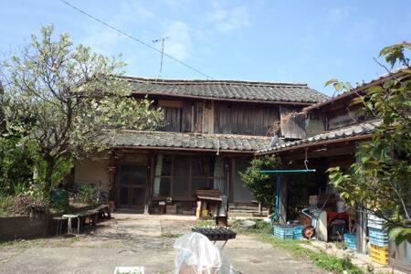 海に近い古民家 - House