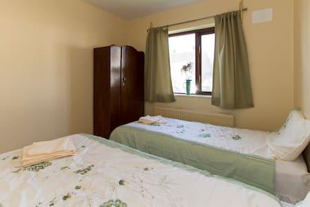 Cosy comfortable room near centre.