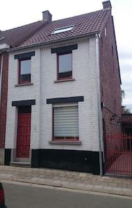 Cosy house near Aalst Belgium - Ház