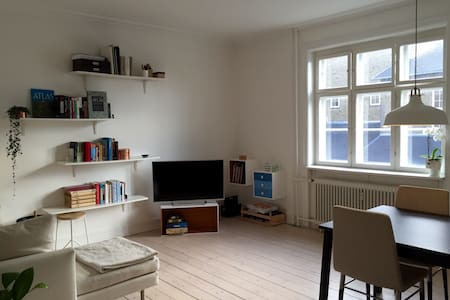 Bright and couple friendly 2 room apartment in CPH - Valby - Apartment