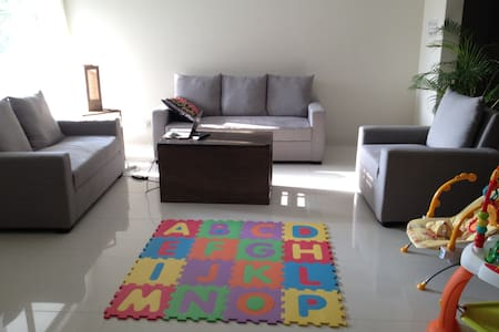 Brand new apartment in Gulshan-2 on Road 90. Steps from Unimart and a short rickshaw ride from the expat clubs, Holey Bakery, Lavender, the German Butcher, and much more! Quiet location (for Dhaka). Highly secure building. Housekeeper provided.