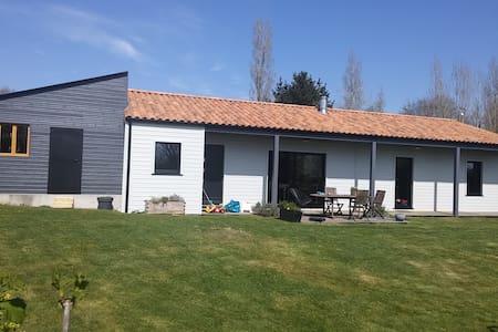 Maison en bois à La Garnache Vendée - Dům