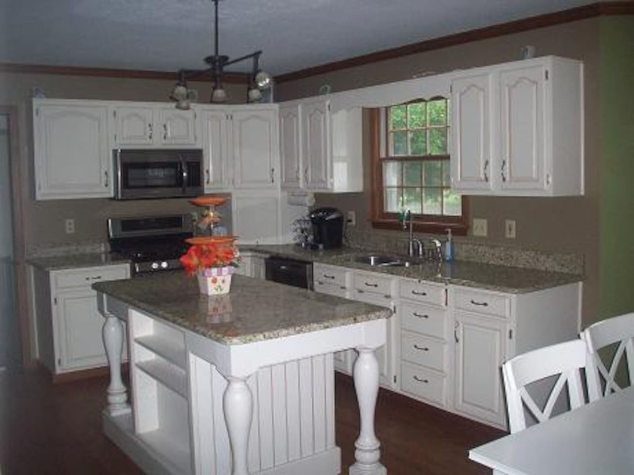 Feel free to enjoy this magnificent kitchen.