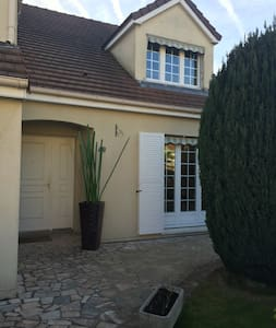 Belle maison proche de Versailles - Voisins-le-Bretonneux - Huis