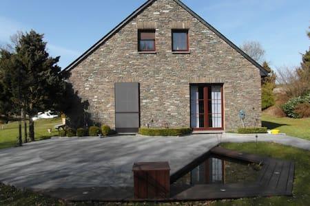 Chambre en Ardenne Belge. - Hus