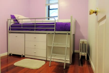 * Small private bedroom, with a loft bed, desk + chair and good closet space.  * One block to R, M, E, N, Q and 7 trains, one stop to Midtown * Free WIFI * AC / Heater in bedroom * Fresh linen and bath/hand towel set for the duration of your stay