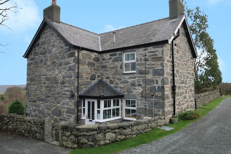 The Farmhouse | Great Escapes Wales - House