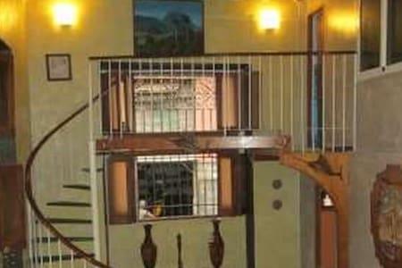 Renta de habitaciones en Plaza Vieja: Sra Martha - La Habana