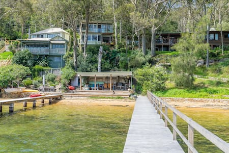 Island waterfront, North facing - House