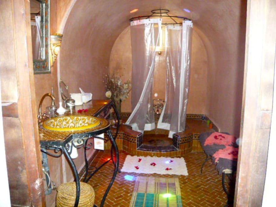 BATHROOM IN DOUBLE -TRIPLE ROOM