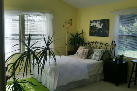Your Hideaway - Studio Apartment - Sycamore - Goleta - Apartment