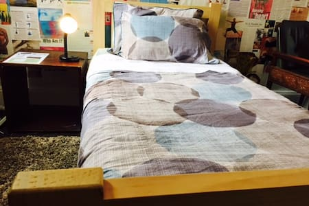 Single Room - Vegetarian Eco house - Central WIFI - Redfern - House
