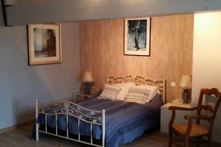 Chambres dans belle ferme restaurée - Bed & Breakfast