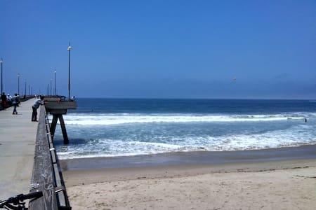 Quiet Bedroom-Venice/LAX/Beach Area