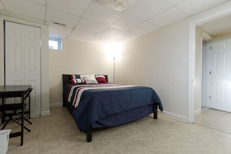 Spacious Private Floor, 2 Bedroom, 2 Bath, Kitchen - Ellicott City - Piano intero