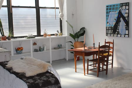 Huge Private Room in Artist Loft