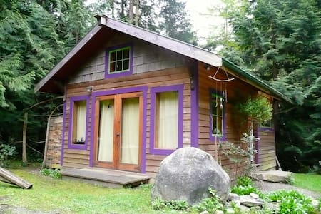 Artwood Cottage - Pender Island