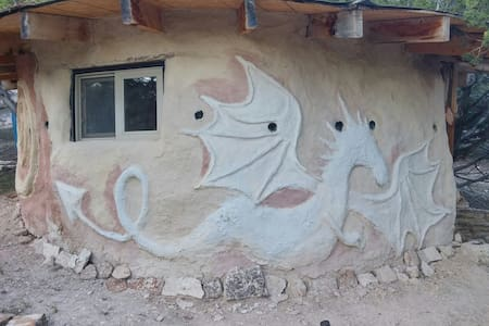 Dragon Earth Cottage - Erdhaus